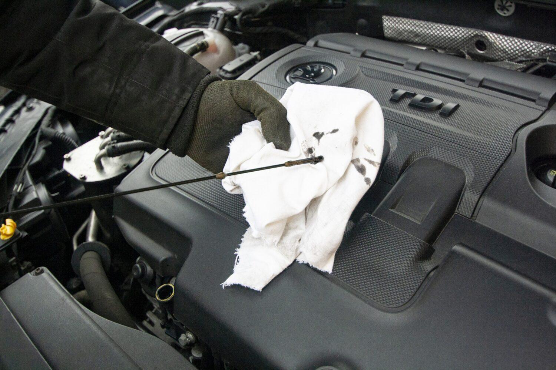 poziom oleju w samochodzie